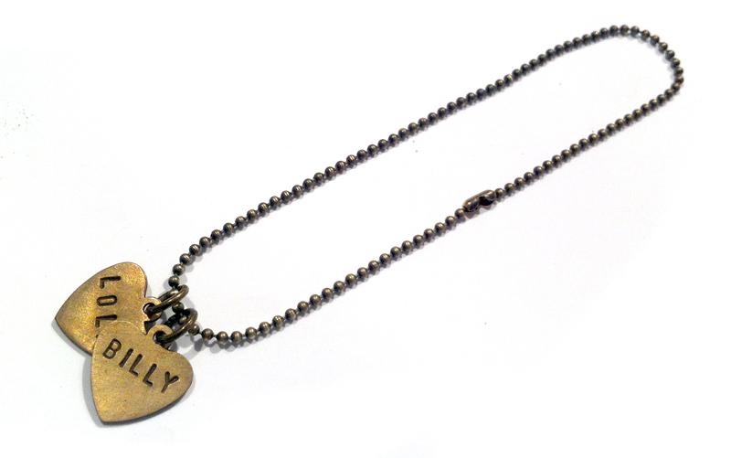 hangertjes-plaatje-hartje-met naam-gepersonaliseerd-armband-namen-messing-goud-sierkracht