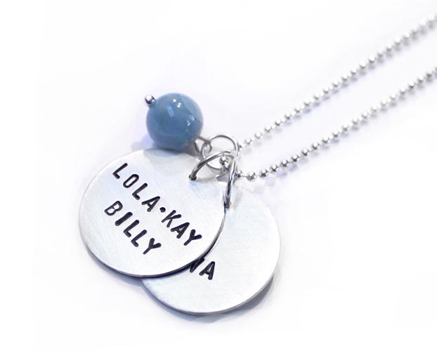 ketting-zilver-gepersonaliseerd-hangers-plaatje-met tekst-namen-geboorteketting-sierkracht